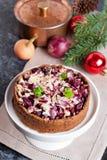 Tartlet z beetroot, czerwoną cebulą i koźlim serem, | Ćwikłowy kulebiak obrazy stock