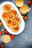 Tartlets ντοματών τυριών Στοκ Εικόνες