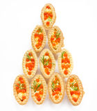 Tartlets закуски рождества заполнили красные икру и масло - sna Стоковые Фотографии RF