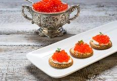 Tartlets с икрой красных семг Стоковое Изображение