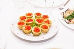 Tartlets с красной икрой Еда протеина здоровая Стоковые Изображения RF