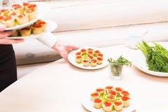 Tartlets с красной икрой Еда протеина здоровая Стоковые Изображения