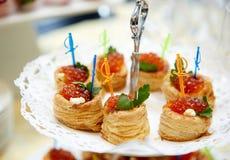 Tartlets с красной икрой Стоковая Фотография