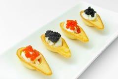 Tartlets с красной и черной икрой Стоковое Фото