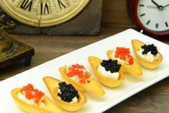 Tartlets с красной и черной икрой Стоковые Фотографии RF