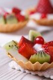Tartlets с клубниками, кивиом Стоковое Изображение RF