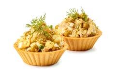 2 tartlets с салатом ветчины на белизне Стоковые Изображения