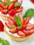 Tartlets с chees клубники и сливк Стоковая Фотография