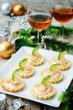 Tartlets с salmon муссом, креветкой и огурцом на Новый Год Стоковое фото RF