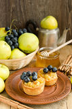 Tartlets with apple, grapes and honey Stock Photography