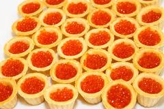 Tartlets avec le caviar rouge Fruits de mer Images stock