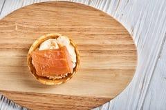 Tartlets com mascarpone e os peixes vermelhos Imagem de Stock Royalty Free