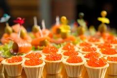 Tartlets con el caviar rojo Fotografía de archivo libre de regalías