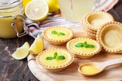 Tartlets con la cuajada de limón Fotografía de archivo