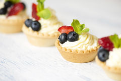 Tartlets with cream cheese and strawberries Royalty Free Stock Photography