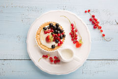 Tartlets with cream and fresh berries Royalty Free Stock Photos