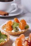 Tartlets with mandarin, kiwi and coffee Royalty Free Stock Photography