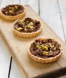 Tartlets med chokladpralin och citronskal Arkivfoto