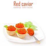 Tartlets med den röda kaviaren royaltyfri foto