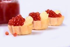 Tartlets met rode kaviaar dichte omhooggaand delicatessen Gastronomisch voedsel royalty-vrije stock foto