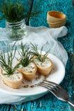 Tartlets mit Sahne Käse und Dill Lizenzfreies Stockbild
