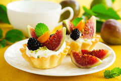 Tartlets with whipped cream Royalty Free Stock Photos