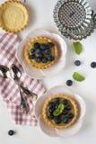 Tartlets z czarnymi jagodami Zdjęcia Royalty Free