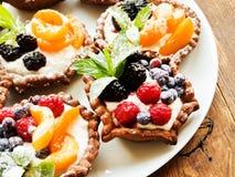 Tartlets z serem i jagodami Zdjęcie Royalty Free