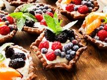 Tartlets z serem i jagodami Fotografia Stock