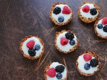 Tarts with yoghurt and fruits Royalty Free Stock Image