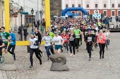 Tartu/Estonia - 15 de abril de 2018: El funcionamiento azul de Heptica imágenes de archivo libres de regalías
