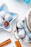 Tartufi di cioccolato con polvere shugar Fotografia Stock Libera da Diritti