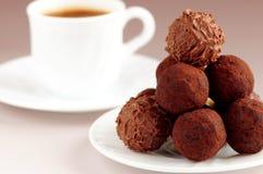 Tartufi e caffè di cioccolato fotografia stock libera da diritti