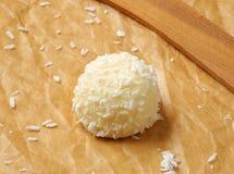 Tartufo della noce di cocco e della cioccolata bianca Immagini Stock