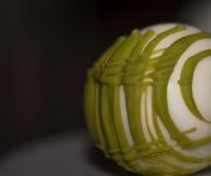 Tartufo di cioccolata bianca con un bello modello di bambù verde Immagini Stock Libere da Diritti
