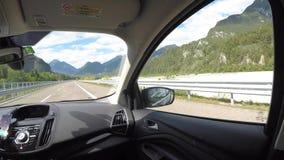 Tarvisio-Autobahn, Italien Fahren des Schusses, Passagiergesichtspunkt Zeitspanne, die auf Landstraße fährt stock footage