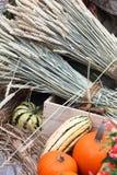 Tarwe, pompoenen en een krat Stock Foto's