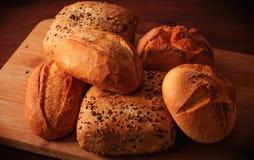 Tarwebroodjes en multigrain broodjes Stock Afbeelding