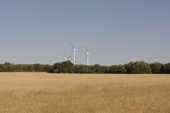 Tarwegebieden en windturbines Stock Afbeeldingen