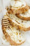 Tarwetoost voor Ontbijt met boter, honing en sesam Gezonde Ontbijtclose-up royalty-vrije stock afbeeldingen
