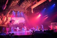 Tarzan: Appell av djungelshowen på Shanghai Disneyland royaltyfria bilder