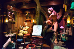 Tarzan & Jane Statue, Disney-Beeldverhaalkarakter Stock Foto's