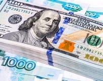 Tas de cent billets de banque des dollars américains Photo stock