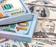 Tas de cent billets de banque des dollars américains Image libre de droits