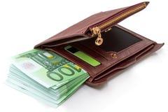 Tas de cent euros dans les billets de banque dans un portefeuille Images stock