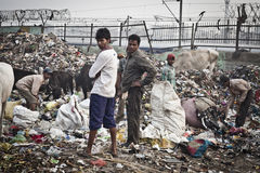 Tas de déchets dans l'Inde photographie stock libre de droits