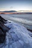 Tas de glace criquée à un lac congelé Images libres de droits