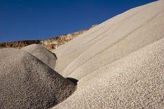 Tas de l'agrégat en pierre pour la construction de routes Images stock