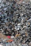 Tas de matériel assorti dans une installation de réutilisation Photographie stock