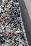 Tas de matériel assorti dans une installation de réutilisation Photos stock